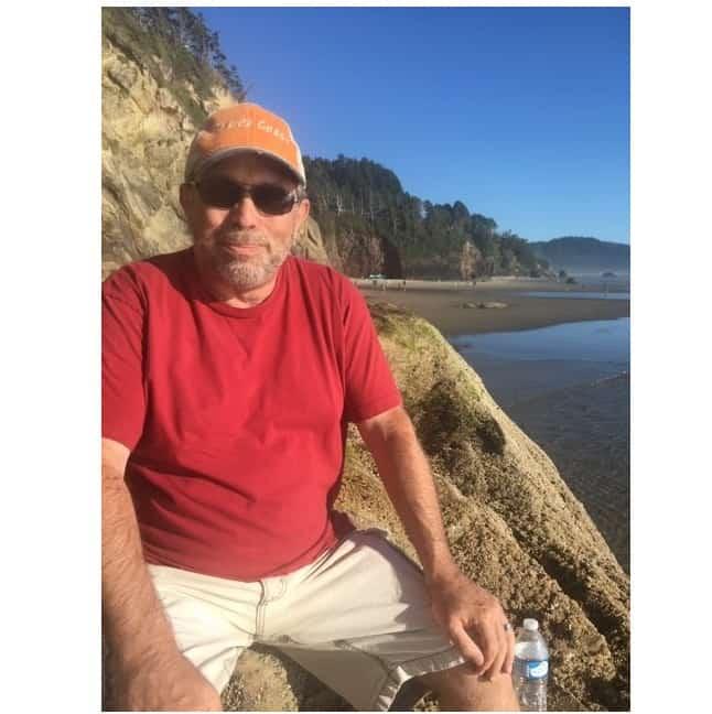 SQ red shirt beach